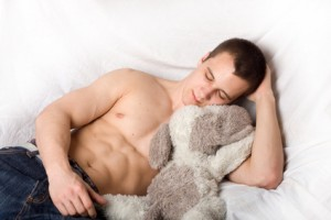 Muskelaufbau im Schlaf durch richtige Regeneration